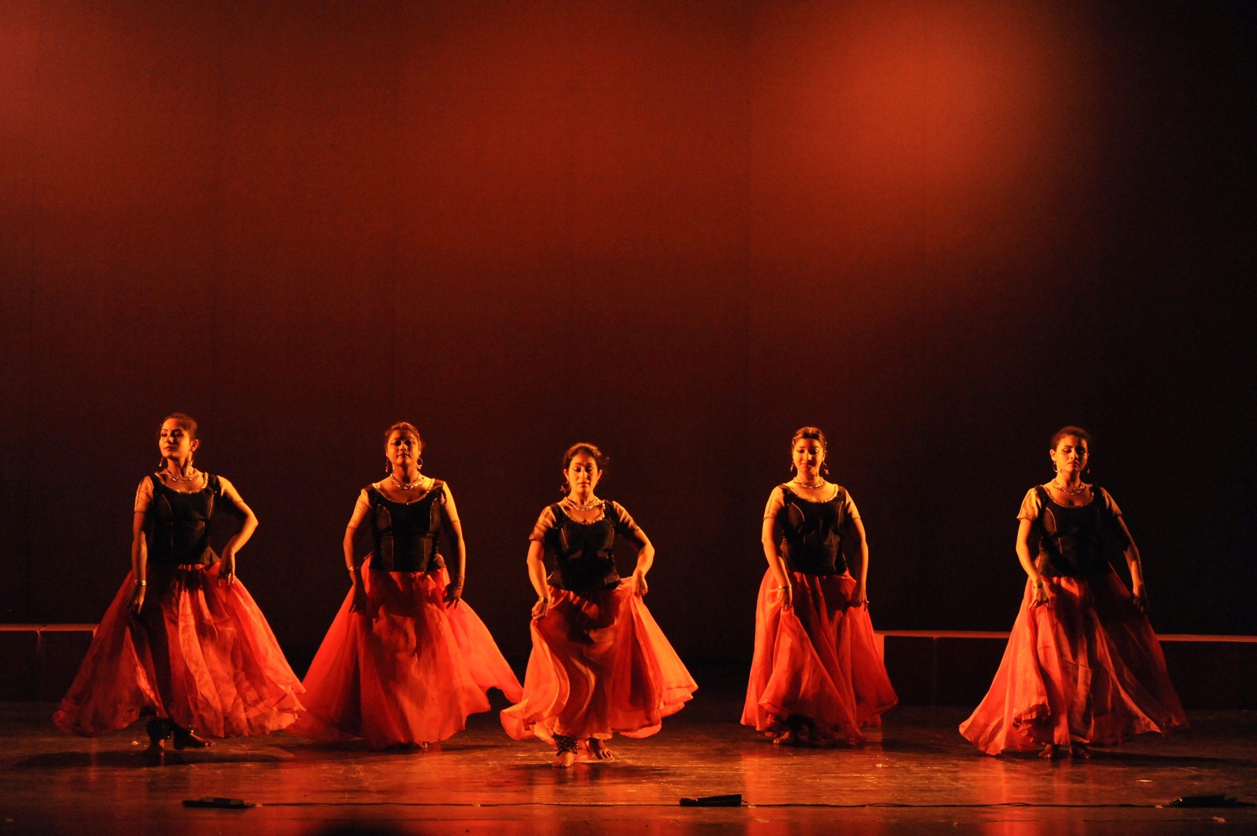 The Katha Dance Theatre Ensemble. Photo by Ashwin Chopra.